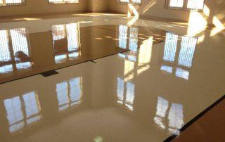 Gulvpolering gir blanke gulv. Foto