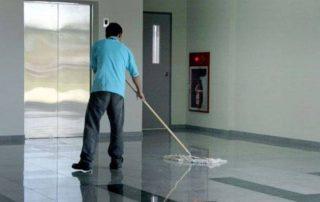 Boning av gulv med gulvpolish. Foto