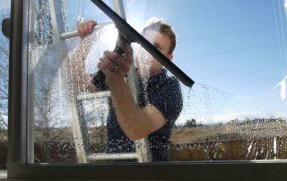 Vinusvask gir rene og pene glassflater. Foto