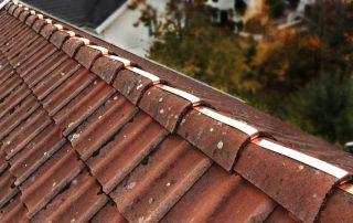 Kobber mot mosen på taket